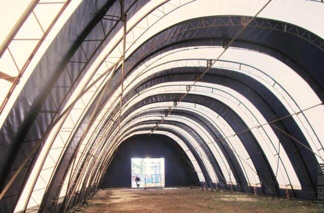 Промышленное здание с тентовым покрытием