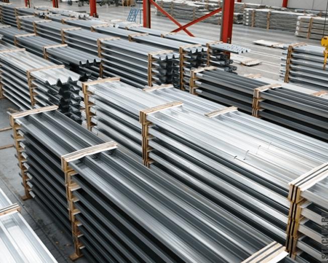 Складские запасы металлического профиля