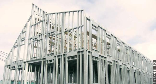 Собранный малоэтажный каркас жилого дома из ЛСТК