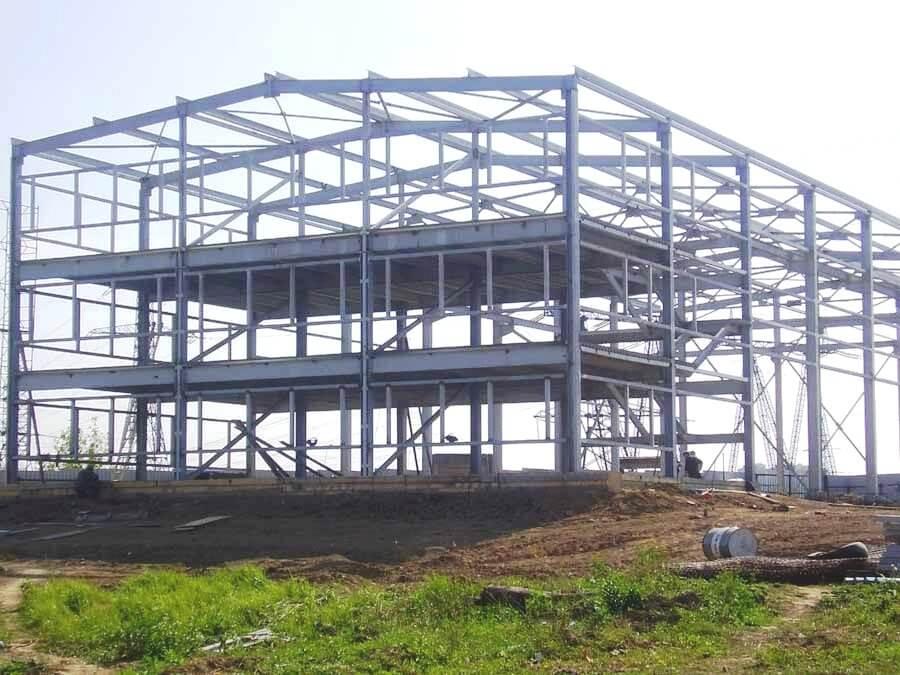 Строительство легкого каркасного здания с большим пролетом и высотой в коньке.