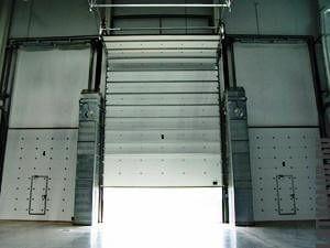 Секционные ворота ангара из ЛСТК
