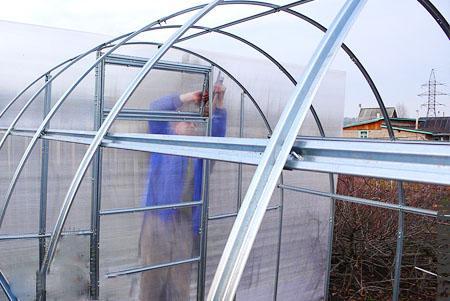Строительство арочной теплицы