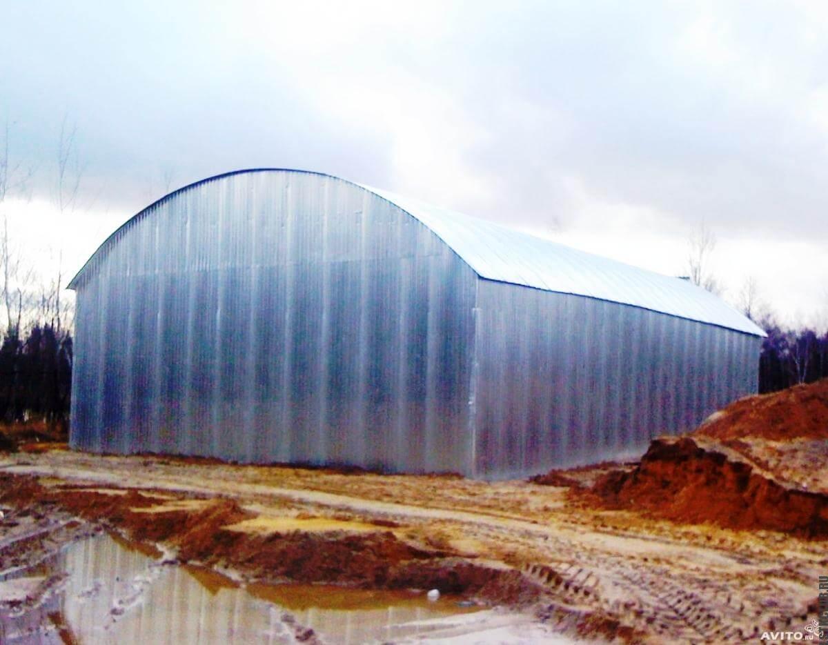 Металлический прямостенный ангар с арочной крышей