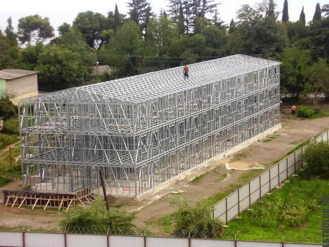 Многоэтажное здание построенное по современной каркасной технологии