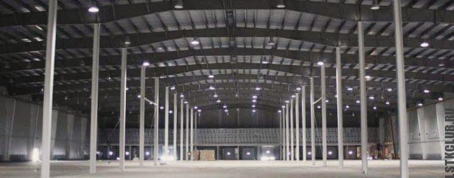 Большое промышленное здание из быстровозводимого стального каркаса