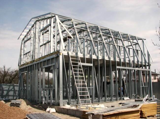 Строительство одноэтажного жилого дома с мансардой из ЛСТК