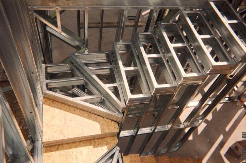 Лестница из сборных металлоконструкций