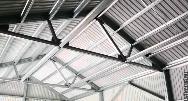 Устройство крыши в ангаре из ЛСТК