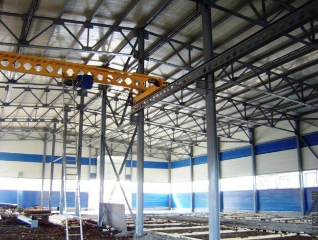 Производственная площадь заводского назначения из металлоконструкций.