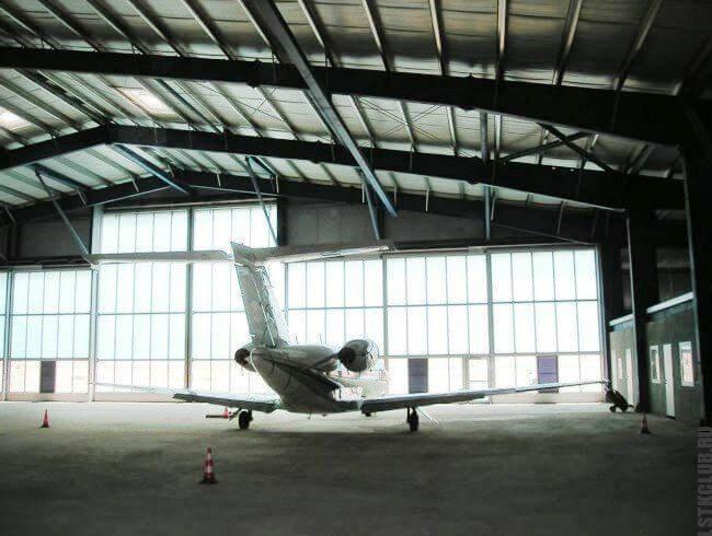 Ангар для самолета или вертолета