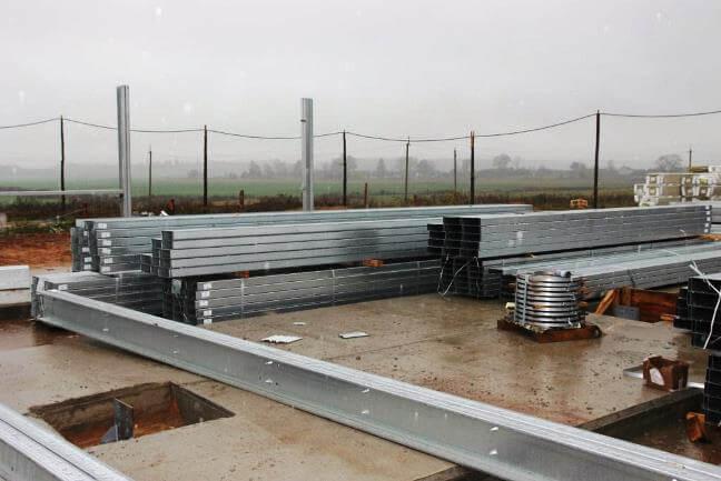 Склад, где находятся готовые стальные тонкостенные конструкции.