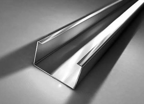 Гнутый С образный профиль из стали