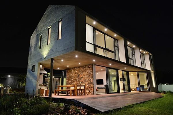 Преимущества и особенности амбарных домов
