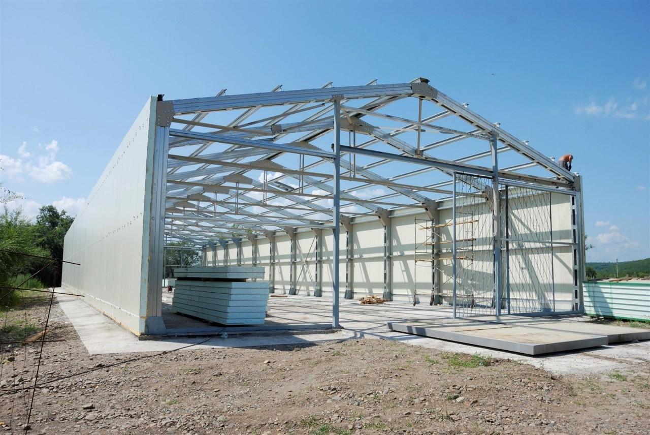 Быстровозводимое здание с металлической фермой